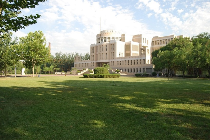 Lawn-of-Tianjin-University-of-science-and-technology
