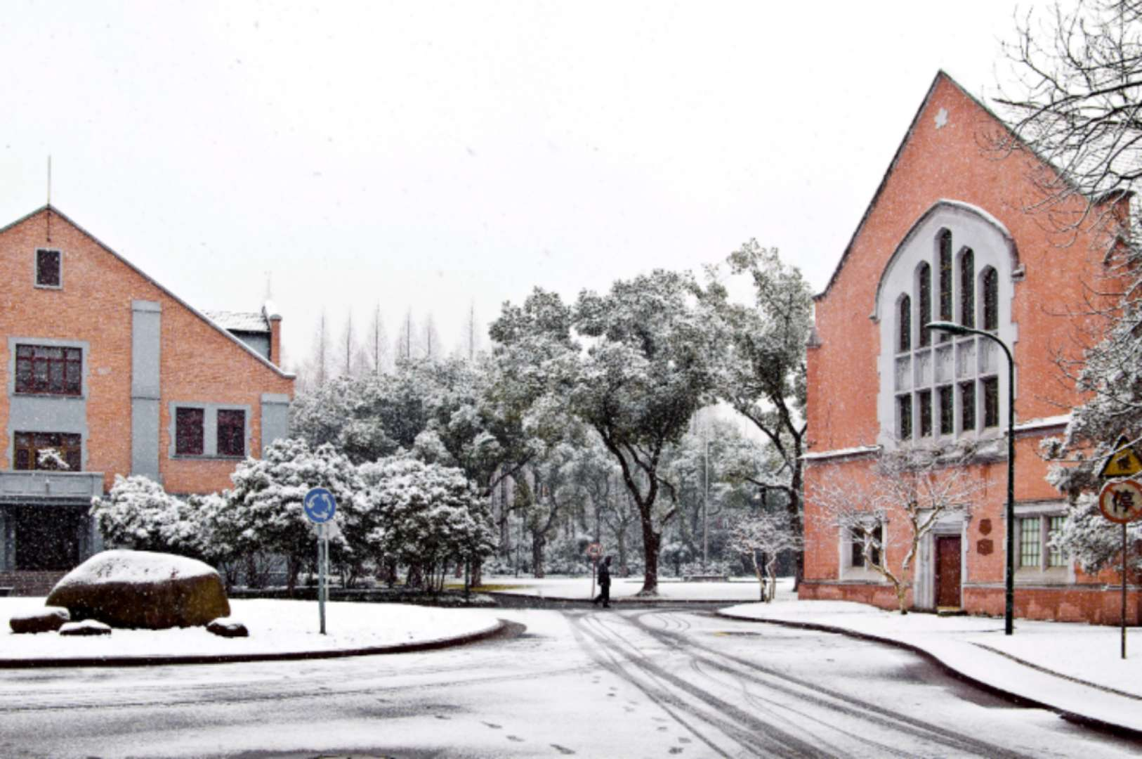 University-of-Shanghai-For-Science-And-Technology-snow