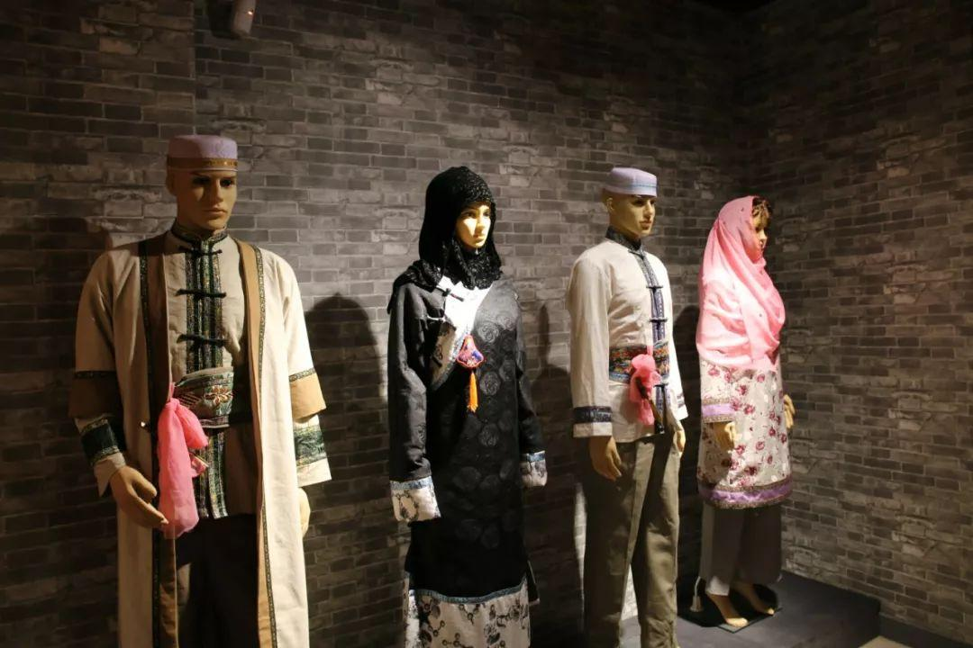 Dongxiang nationality clothes