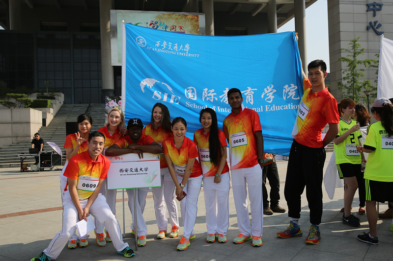 Photo-of-Chinese-and-foreign-students