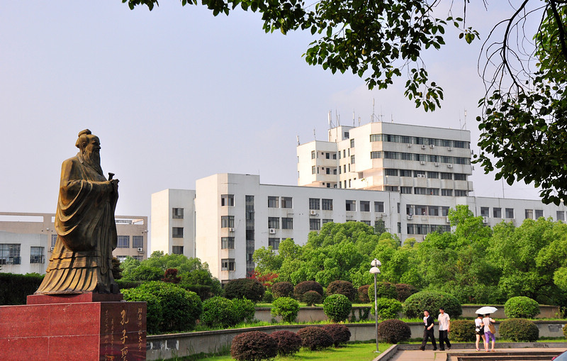 Hunan-University-of-Science-and-Technology-figure-in-stone