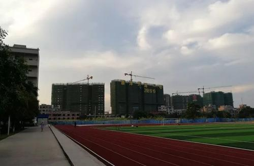 Campus-view-of-Wuzhou-Medical-College-3