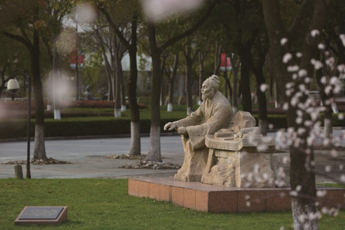 Statue-of -Shanghai University of traditional Chinese Medicine-two