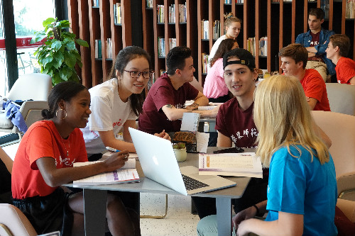 Exchange-of-Chinese-and-foreign-students-in-East-China-Normal-University