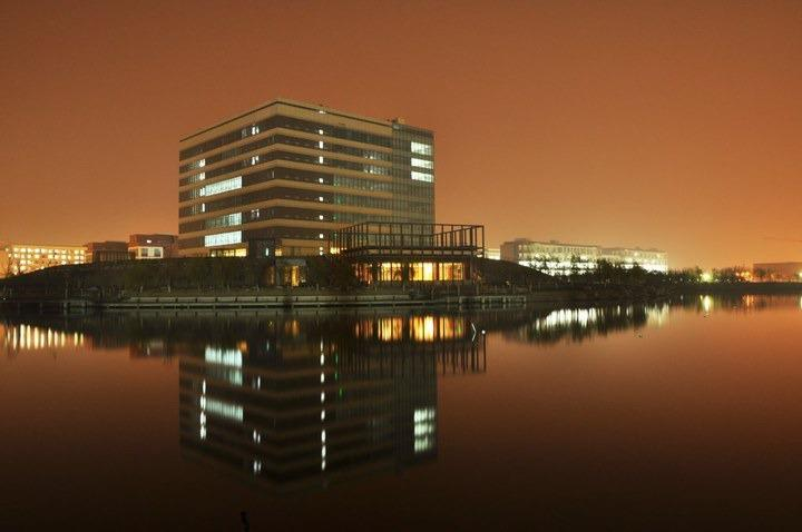 Night-scene-of-East-China-University-of-science-and-technology