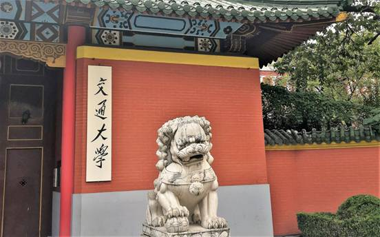 Stone-lion-at-the-gate-of-Shanghai-Jiaotong-University