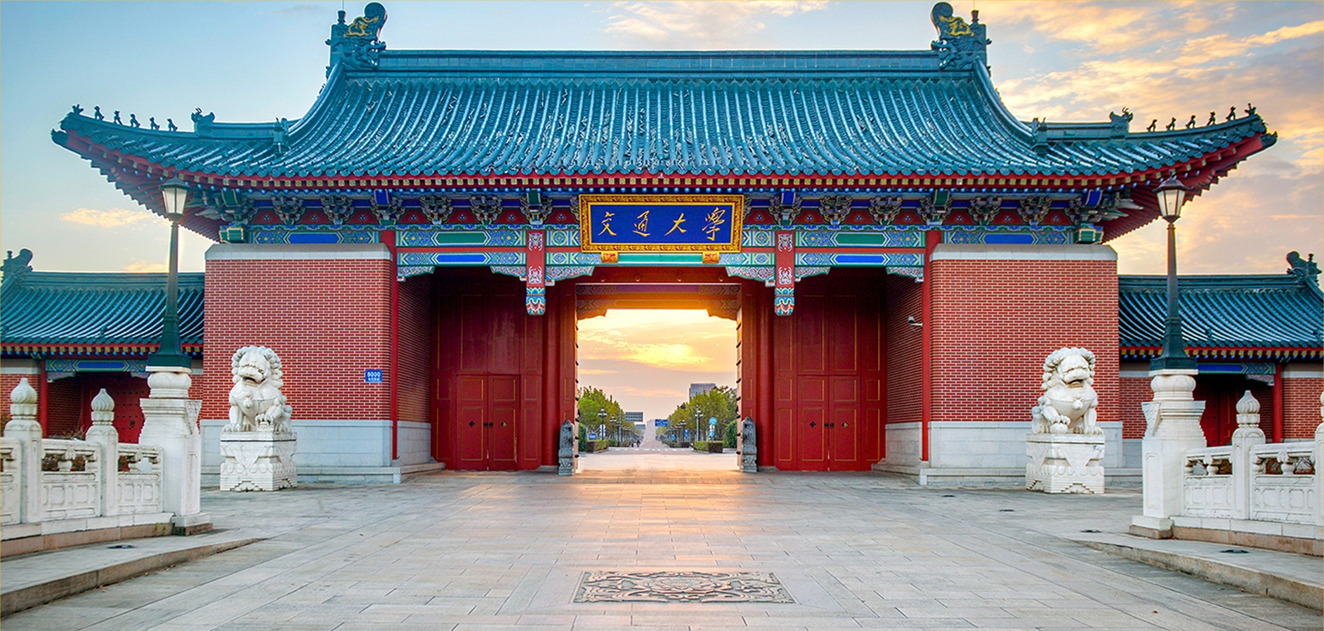 Close-up-view-of-the-gate-of-Shanghai-Jiaotong-University