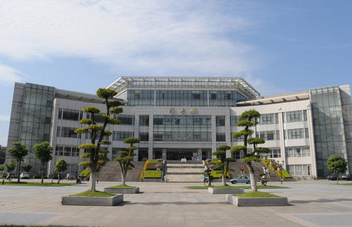Campus-view-of-Zhongnan-University-of-economics-and-law