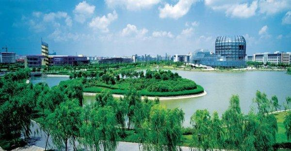 Spring-view-of-Donghua-University